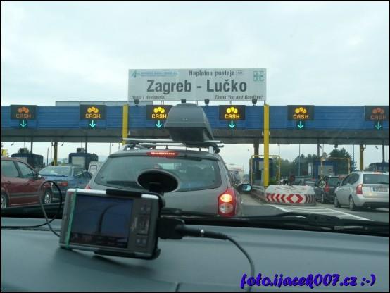 Placení za dálnice pomocí mýtních bran.