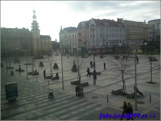 Pohled na náměstí v Ostravě z obchodního domu Laso