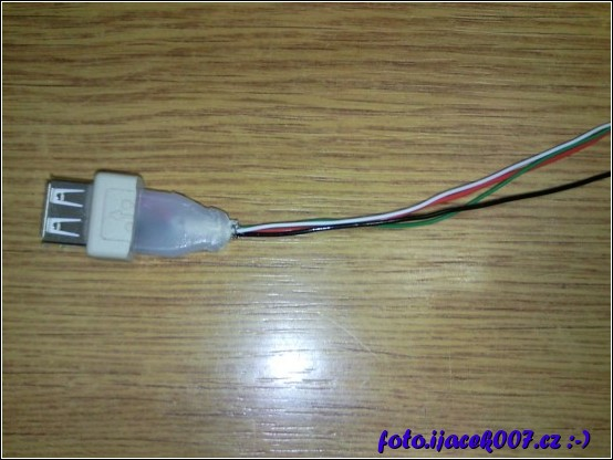 usb kabel odizolovány kabely